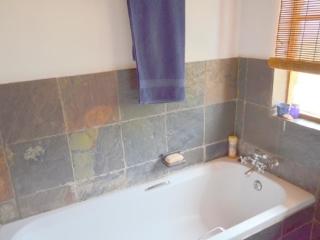 Lechwe Cottage - Bathroom