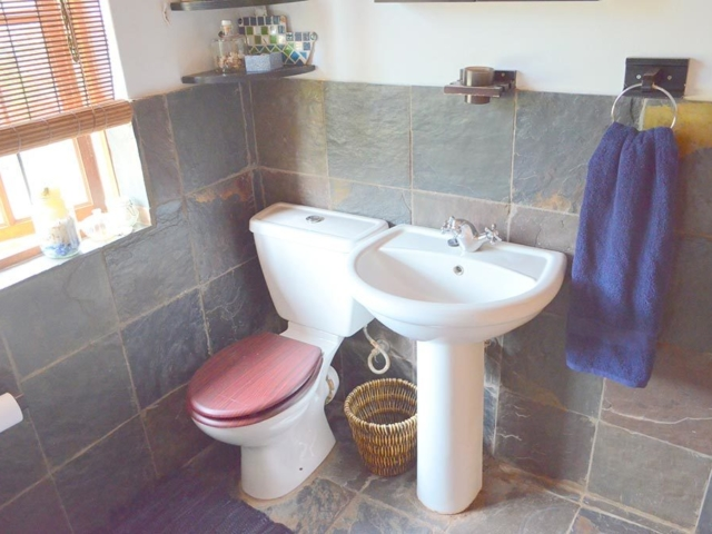 Lechwe Cottage - Bathroom