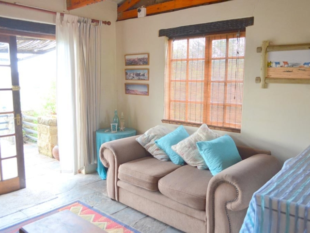 Lechwe Cottage - Lounge