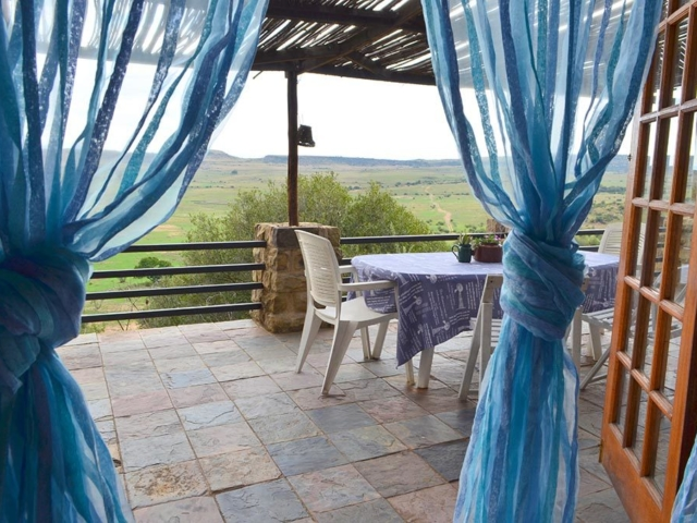 Lechwe Cottage - Stoep with view